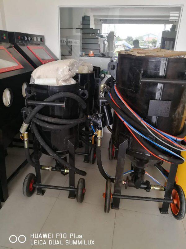 may phun cat lam sach kim loai1 600x800 - Máy phun cát làm sạch kim loại – giải pháp tiết kiệm chi phí
