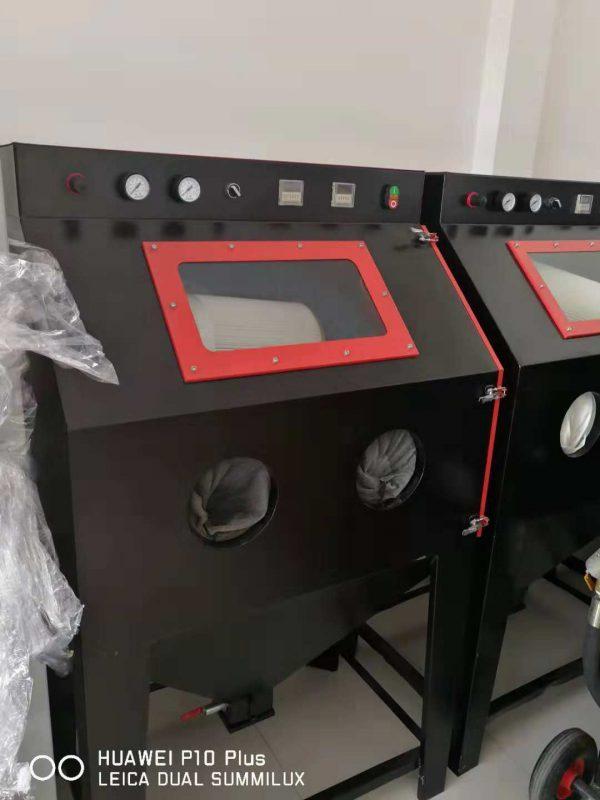 may phun cat thu cong1 600x800 - Máy phun cát thủ công tiết kiệm diện tích và chi phí